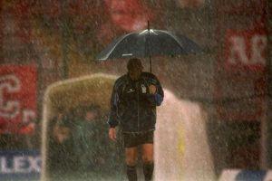 Cơn mưa lịch sử khiến Juventus mất chức vô địch đúng vòng cuối