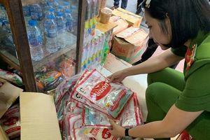 Tạm giữ 6 đối tượng sản xuất, buôn bán bột ngọt giả nhãn hiệu Ajinomoto và Miwon