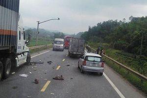 Lạng Sơn: Va chạm với xe container và ô tô con, 1 người đi xe máy tử vong