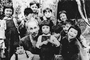 Bác Hồ dành muôn vàn tình yêu thương cho thiếu nhi Việt Nam