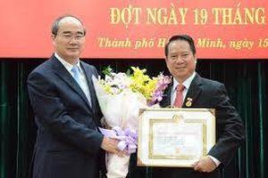 Thành ủy TP.Hồ Chí Minh: Hơn 2.420 đảng viên được nhận Huy hiệu Đảng đợt 19-5-2020