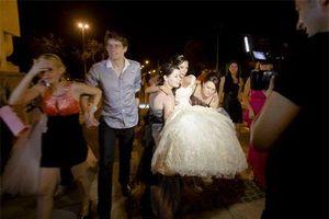 Phong tục đám cưới kỳ lạ: Tổ chức bắt cóc cô dâu và cái giá để chú rể giải cứu