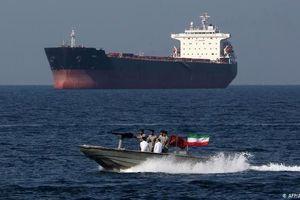 Mỹ vạch ranh giới ở vùng Vịnh, Iran phản ứng