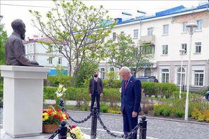 Cộng đồng người Việt tại quê hương Lenin dâng hoa kỉ niệm
