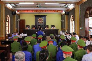 Xét xử gian lận thi cử ở Sơn La: Cựu giám đốc Sở GD-ĐT vắng mặt vì sức khỏe