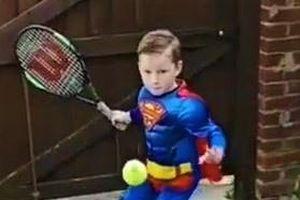 Cậu bé thi triển tuyệt kỹ của Federer