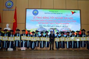 Trường Đại học Kinh tế Huế trao bằng cử nhân hệ chính quy khóa 50 (2016-2020)