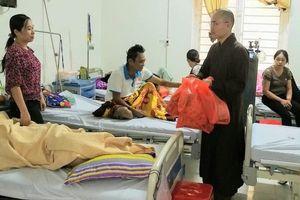 Nghệ An : Tặng quà bệnh nhân và hội chợ nhân đạo