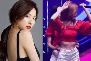 Nữ ca sĩ bị chỉ trích vì tấn công bạn cùng nhóm trên sân khấu là ai?