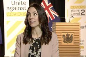 Động đất khi đang phỏng vấn, nữ Thủ tướng New Zealand vẫn tỉnh bơ