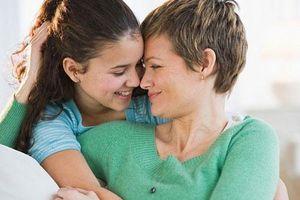 Cách ứng xử của bà mẹ có con gái 'chưa chồng đã chửa'