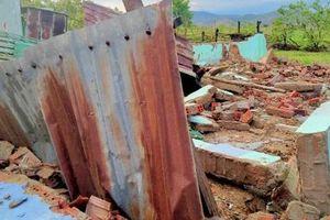 Ninh Thuận: Lốc xoáy khiến 110 nhà bị tốc mái, sập