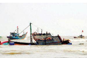 Bảo đảm an toàn cho tàu cá bám biển