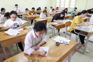 Dự thảo quy chế thi tốt nghiệp 2020: Người lo, người ủng hộ?
