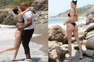 Nicole Williams gợi cảm 'từng cm' với bikini nhỏ xíu, khóa môi ông xã cầu thủ ở biển