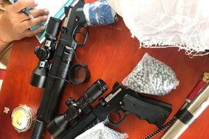 Kiểm tra ô tô phát hiện 2 khẩu súng cùng 3.000 viên đạn chì