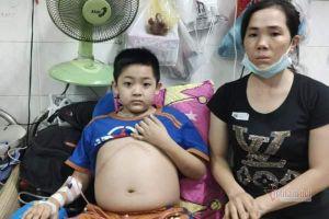 Tái phát ung thư, bé trai bụng phình to đau đớn, tính mạng gặp nguy hiểm