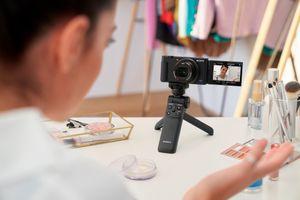 Sony ra mắt ZV-1: Phần cứng giống RX100, hợp cho vlogger, giá 800 USD