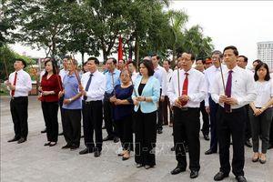 Lãnh đạo tỉnh Bắc Ninh dâng hương tưởng niệm đồng chí Hoàng Quốc Việt