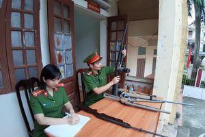 Công an Hà Nội thu giữ hàng nghìn vũ khí, vật liệu nổ, công cụ hỗ trợ