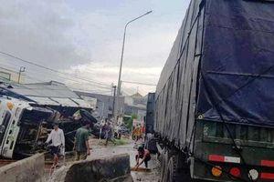 Quốc lộ 1A tê liệt hoàn toàn vì tai nạn giữa xe đầu kéo với xe tải
