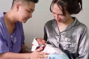 Cận cảnh cuộc sống 'người đàn ông đầu tiên ở Việt Nam mang bầu' sau khi sinh con
