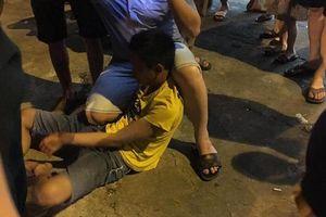 Quay lén phụ nữ trong nhà vệ sinh, nam thanh niên bị đánh hội đồng