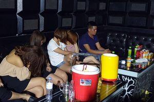 Nhóm thanh niên thuê phòng karaoke để sử dụng ma túy
