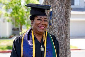 67 tuổi tốt nghiệp đại học danh tiếng trên thế giới