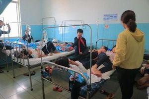 Ăn bánh mỳ từ thiện, 135 học sinh nhập viện