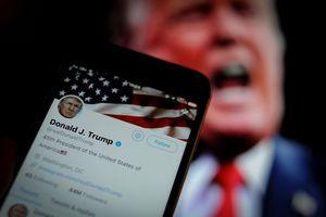 Bước leo thang kịch tính trong cuộc chiến Trump-mạng xã hội