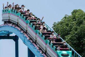 Mở cửa công viên giải trí hậu COVID-19: Không la hét khi chơi cảm giác mạnh