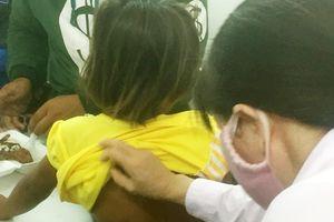 Bé gái chấn thương phần mềm sau khi bị cha đánh đập