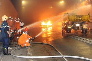 Xử lý tình huống cháy giả định ở hầm đường bộ Hải Vân
