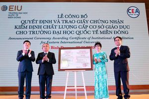Trường Đại học Quốc tế Miền Đông được trao giấy chứng nhận kiểm định chất lượng giáo dục