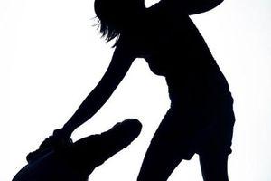 Vợ dùng dao đâm chết chồng vì bị đánh
