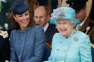 Loạt hình đầy bất ngờ về Nữ hoàng Anh Elizabeth II