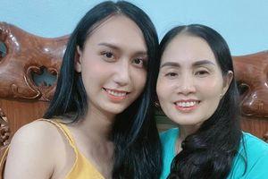 Lynk Lee xinh đẹp rạng rỡ khi chụp chung khung hình cùng mẹ