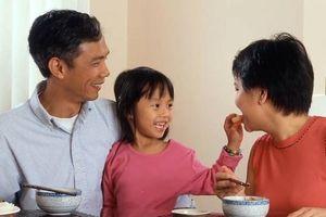 Cha mẹ làm thế nào khi trẻ kén ăn?