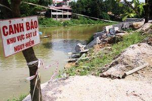 Sạt lở nghiêm trọng nhiều đoạn đê sông Bùi, sông Đáy
