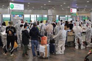 Thêm 4 người từ Nga về nước khỏi bệnh COVID-19