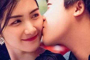 Khoe tình yêu 3 năm, Hòa Minzy ngầm xác nhận đã kết hôn?