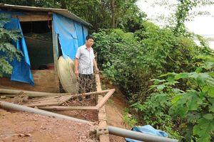 Hà Nội khẩn cấp xử lý sự cố sạt lở bờ sông, tuyến đê