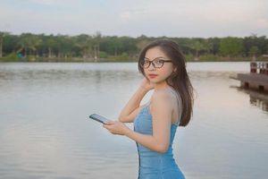 Bạn gái cũ Quang Hải 'đú' trend check-in 'tím lịm tìm sim' tại Hà Nội