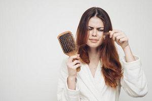 Rụng nhiều tóc là dấu hiệu của bệnh gì?
