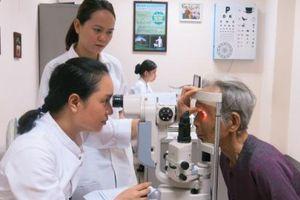 Thừa Thiên – Huế: Khám sàng lọc bệnh thủy tinh thể và phát thuốc miễn phí cho 500 người cao tuổi