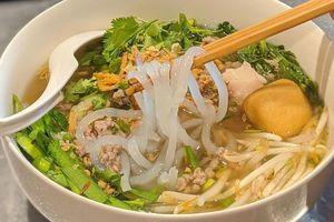 Một ngày lang thang ở Huế trải nghiệm những món ăn hút khách du lịch
