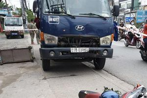Tai nạn 'từ trên trời rơi xuống': Đang dừng đèn đỏ, người đàn ông vẫn bị xe tải lao tới tông tử vong