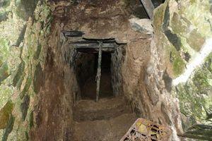 Căn phòng bí ẩn chứa toàn mẩu xương trong lâu đài bỏ hoang