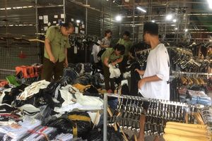 Gần 4.700 sản phẩm giả hàng hiệu Louis Vuitton, Gucci bị thu tại chợ Ninh Hiệp